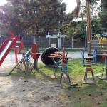 En Octobre : faire place nette dans l'entrée et l'aire de jeux côté Pinède